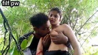 Desi horny teen couple xxx fucked in jungle