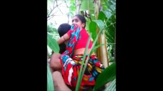 Desi village aunty fucked by lover outdoor jungle