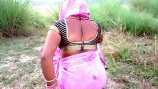 Indian sex xnxx com village aunty hard outdoor fucking