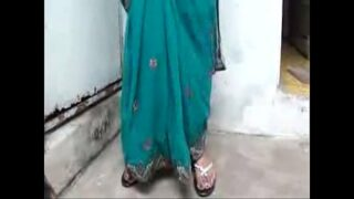 Sexy tamil bhabhi xxx peeing and wearing clothes